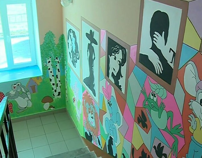 Разукрасили серые будни яркими красками: 10 красивых подъездов в России (фото)