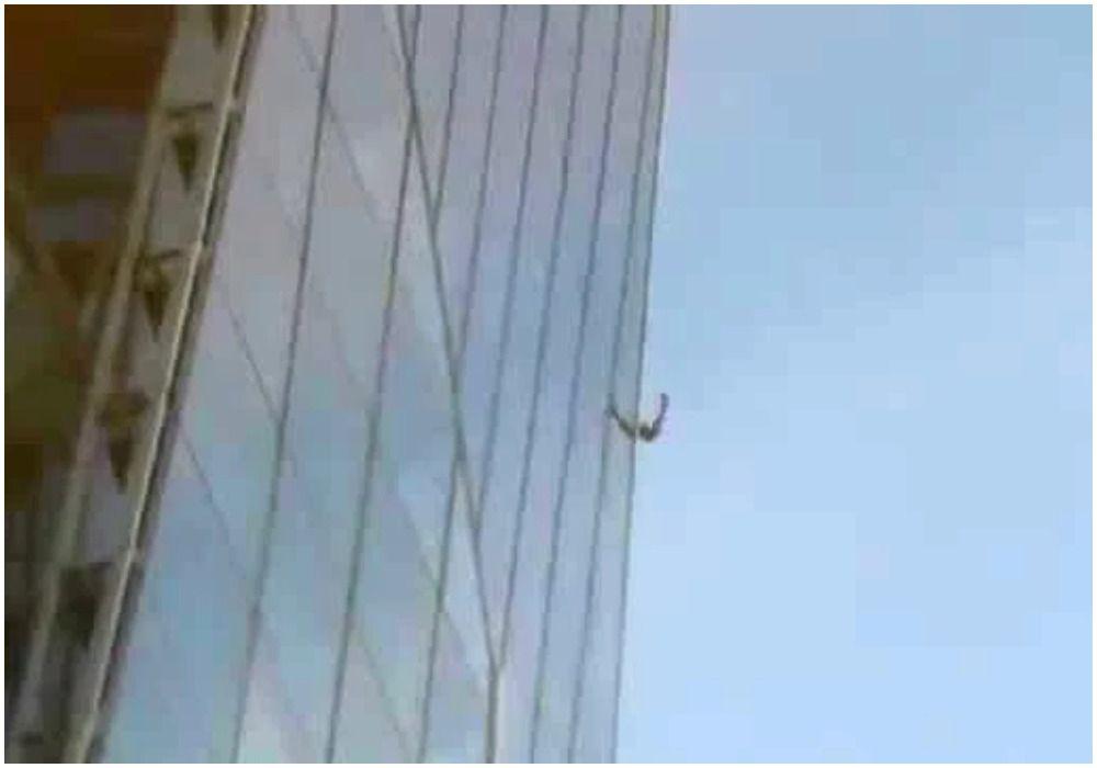 Человек-паук: парень достиг вершины 95-этажной башни в центре Лондона, прежде чем его схватили полицейские