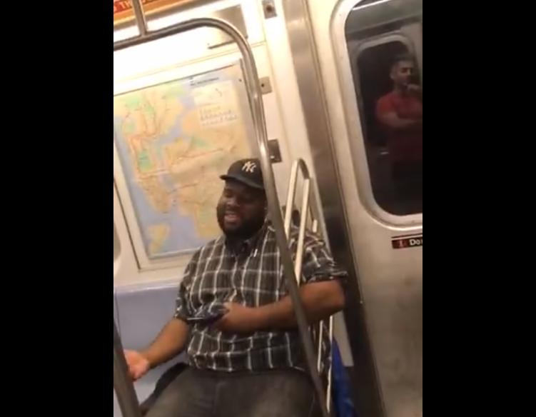 """Парень """"затянул"""" Backstreet Boys в вагоне метро. Народ поддержал"""