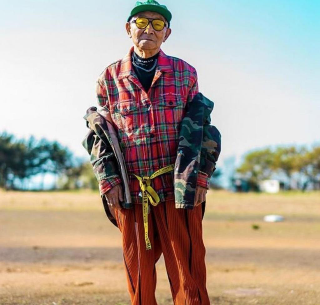 """84-летний дедушка из Японии создал страницу в """"Инстаграме"""". Почти сразу он стал популярным благодаря своим необычным и стильным фото"""