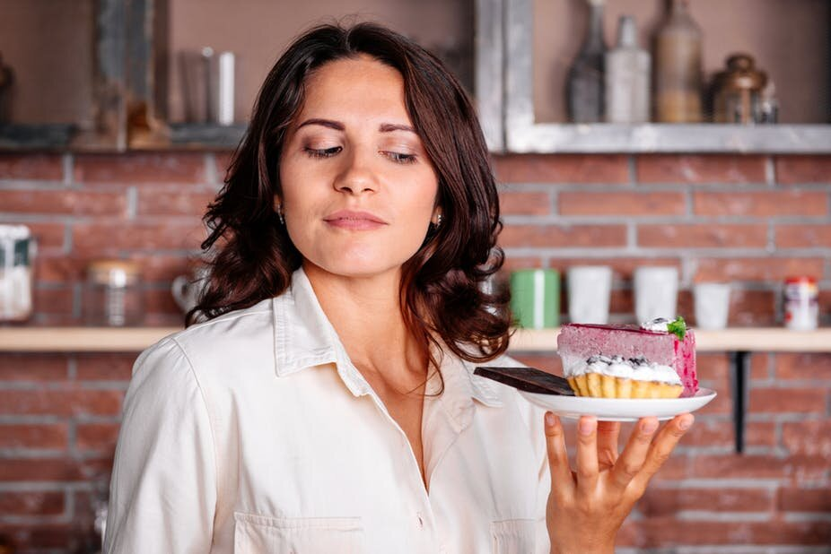 Почему иногда нам сложно противостоять желанию съесть вкусного: все дело в распределении сил, отвечают ученые
