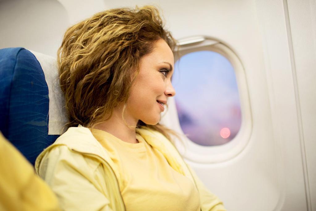Нервничаете во время полета? Знакомая стюардесса поделилась советами, которые помогают сделать полет менее напряженным