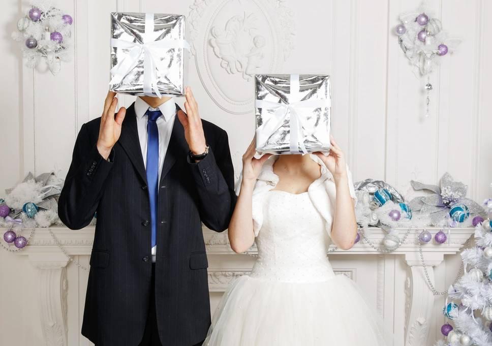 Невеста разочаровалась в своих гостях, когда открыла конверты после свадьбы