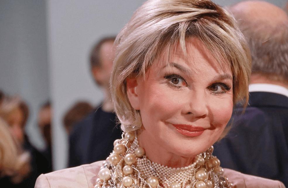 66-летняя телеведущая Татьяна Веденеева захотела сохранить свою красоту, сделав пластику. Как она выглядит сейчас