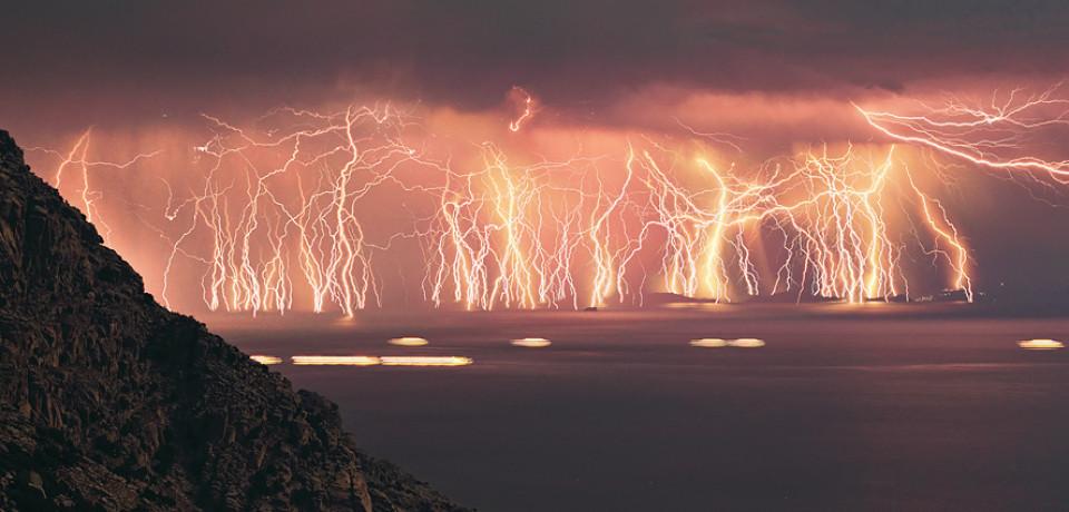 Объяснения самых зрелищных типов молний: от шаровой до всполохов
