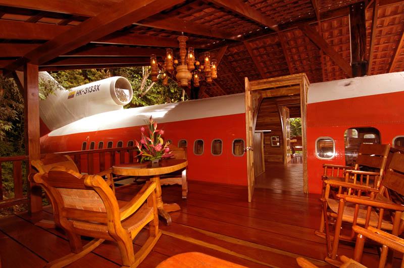 Списанные самолеты нарасхват – люди делают из них потрясающие квартиры и уютные отели