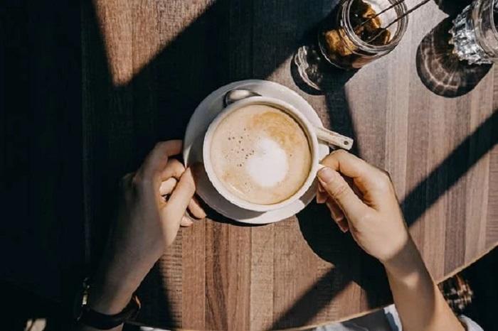 Не следует пить кофе и алкоголь перед рейсом, если вы боитесь летать на самолете