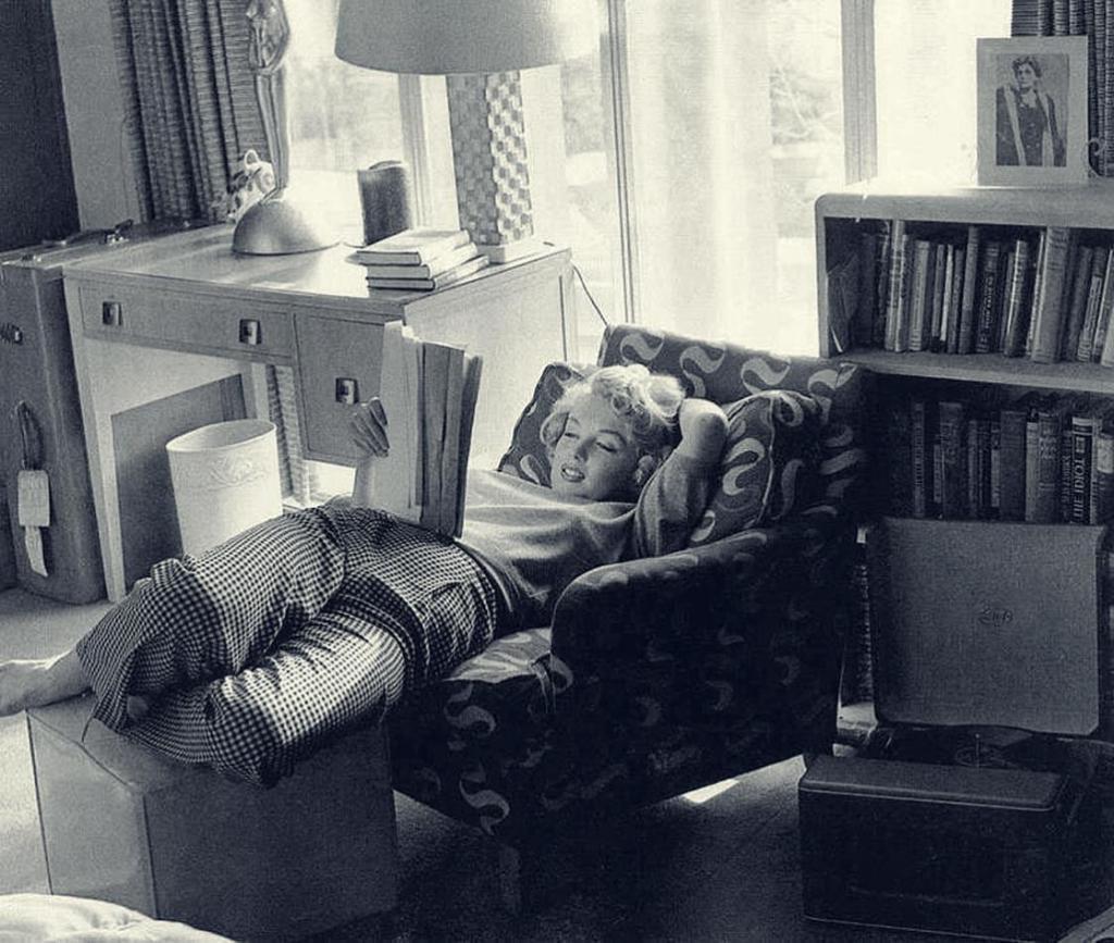 Ох, уж эти звезды! Странные и забавные фото Робби Уильямса, Мэрилин Монро, Дэниела Редклифа и других знаменитостей