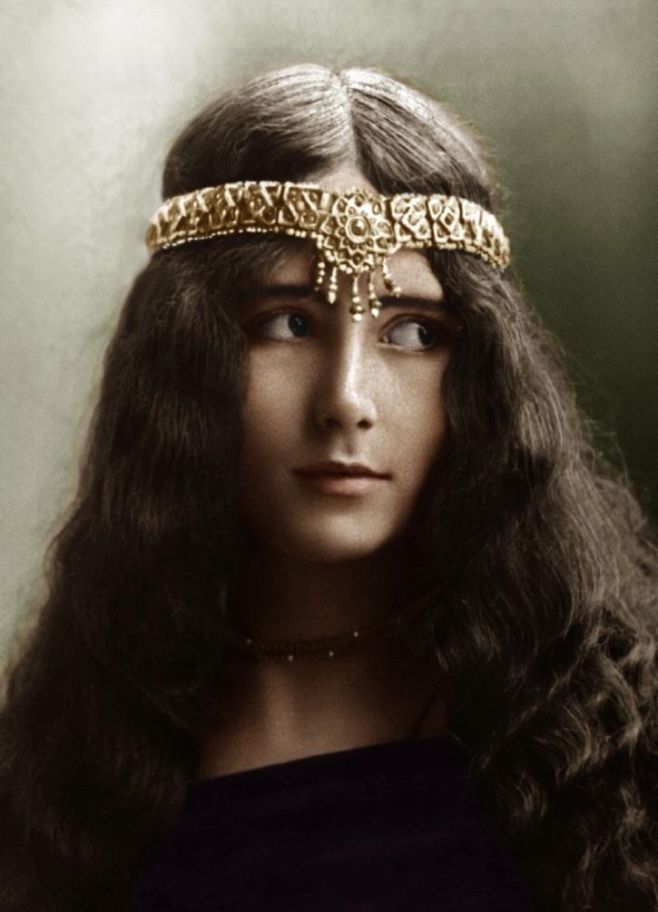 Фотографии столетней давности, на которых запечатлены красивые женщины прошлой эпохи