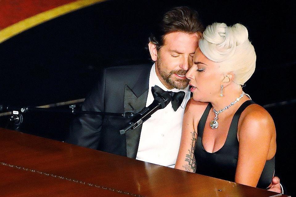 Слухи подтвердились: Леди Гага переехала к Брэдли Куперу. Певица обустраивается в новом доме