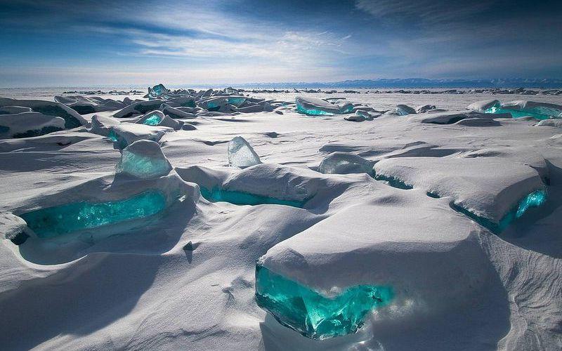 Его возраст - 25 млн лет, и он может вместить в себя больше 100 Азовских морей. Эти и другие самые интересные факты о Байкале