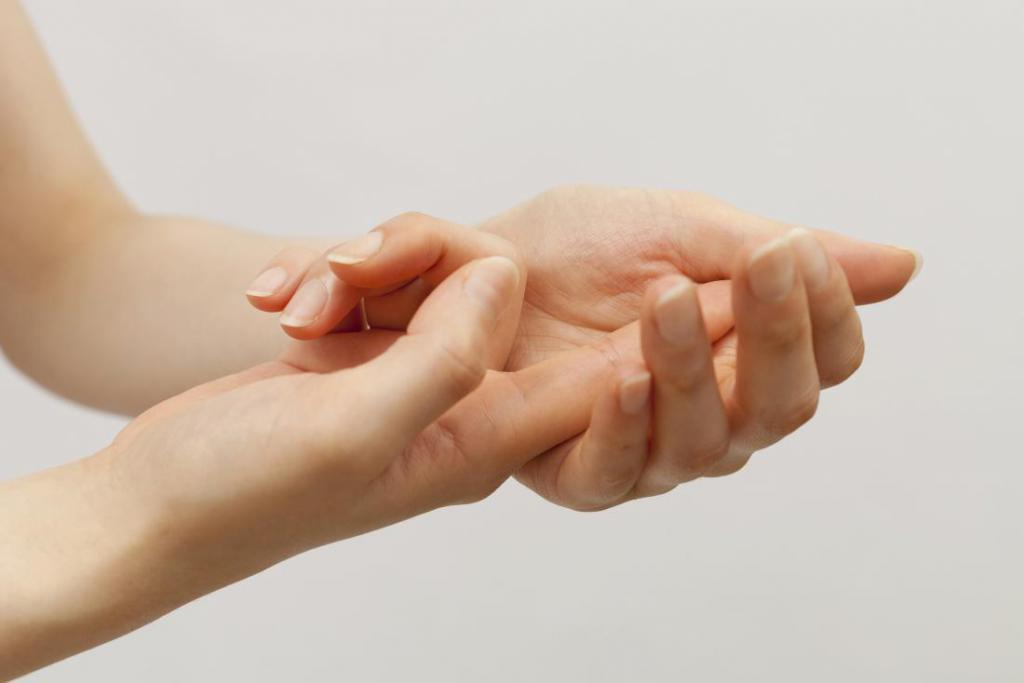 ушиб ногтя большого пальца руки что делать