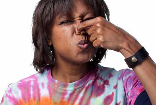 Чем пахнут месячные у девушек 15