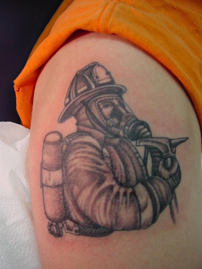 Варианты татуировок на пожарную тему