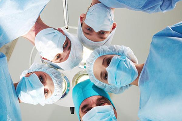 врачи, хирурги
