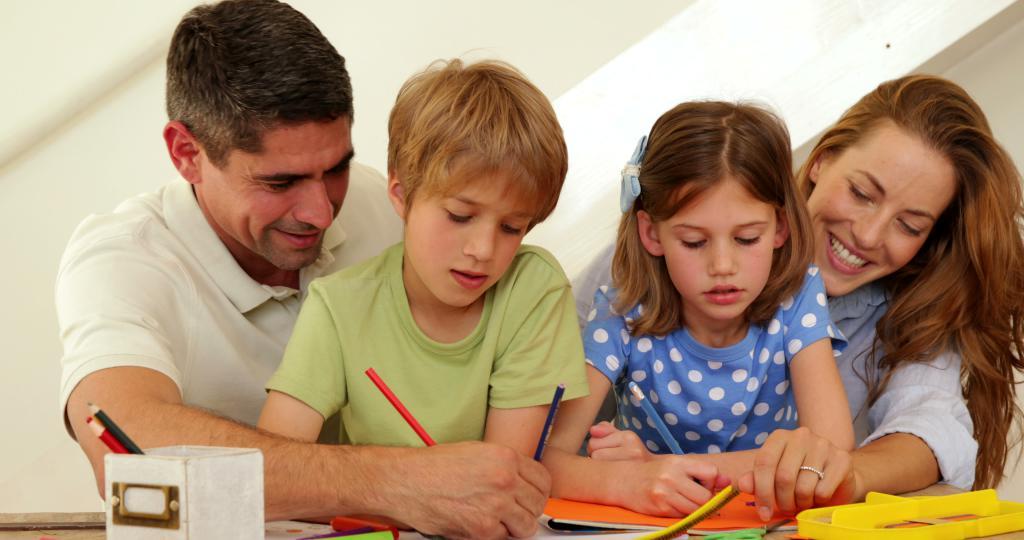 Родители учат детей