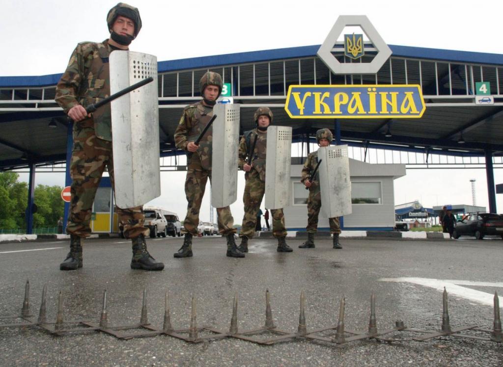 Украинские пограничники на украино-российской границе