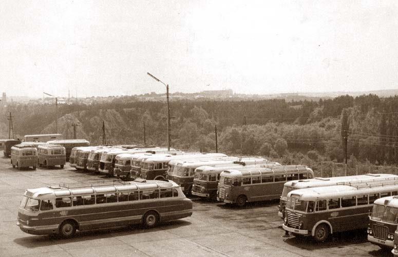 Венгрия, Икарус 55 на фоне автобусов