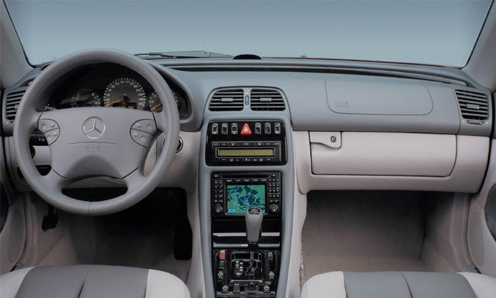 W208 interior