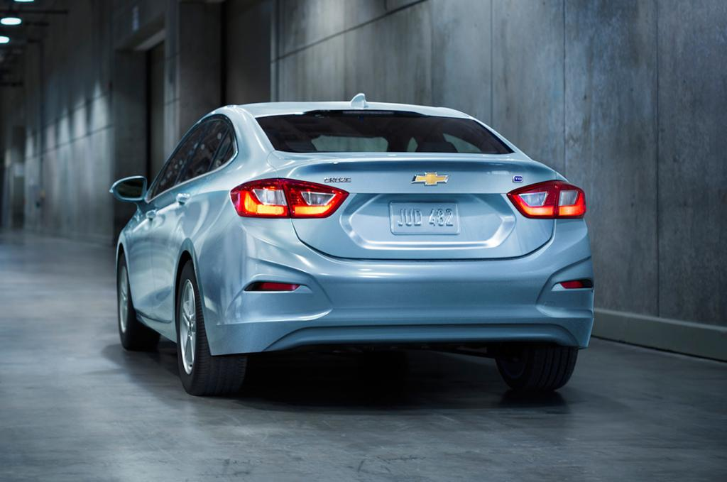 Replacing the rear bumper of the Chevrolet Cruze