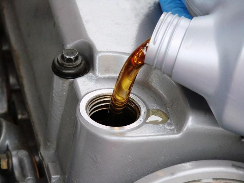 Своевременная замена масла продлит работу автомобиля
