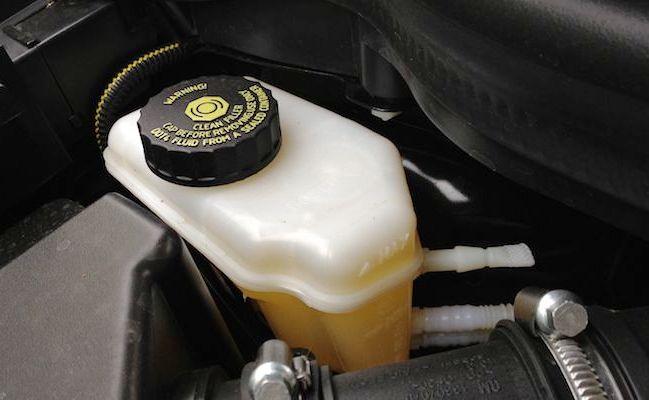 Проверить уровень тормозной жидкости