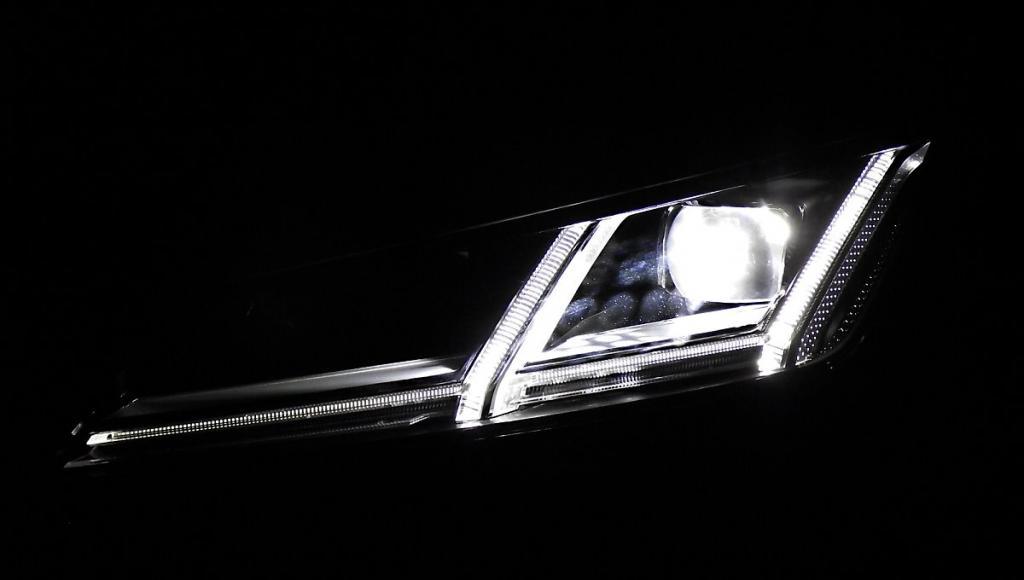 Линзованные фонари светят ярко