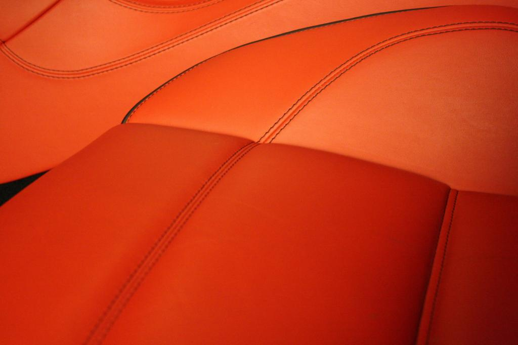 Сидеть на кожаных сиденьях комфортно