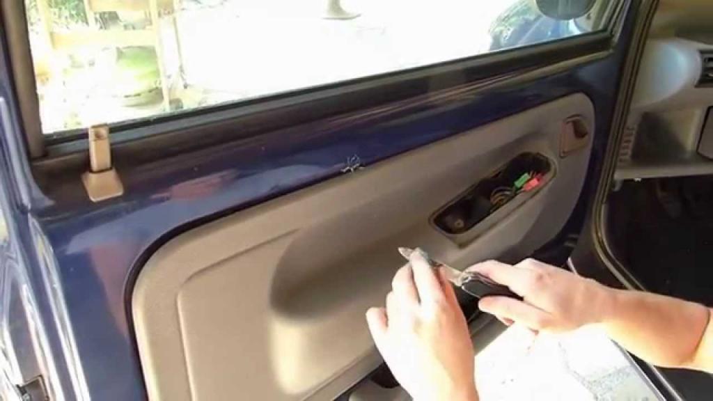 не открывается водительская дверь с цз