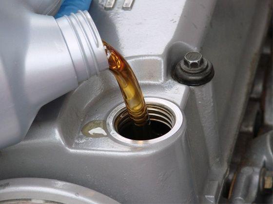 Каждому собственнику автомашины известна ценность информации о допусках и спецификации масла