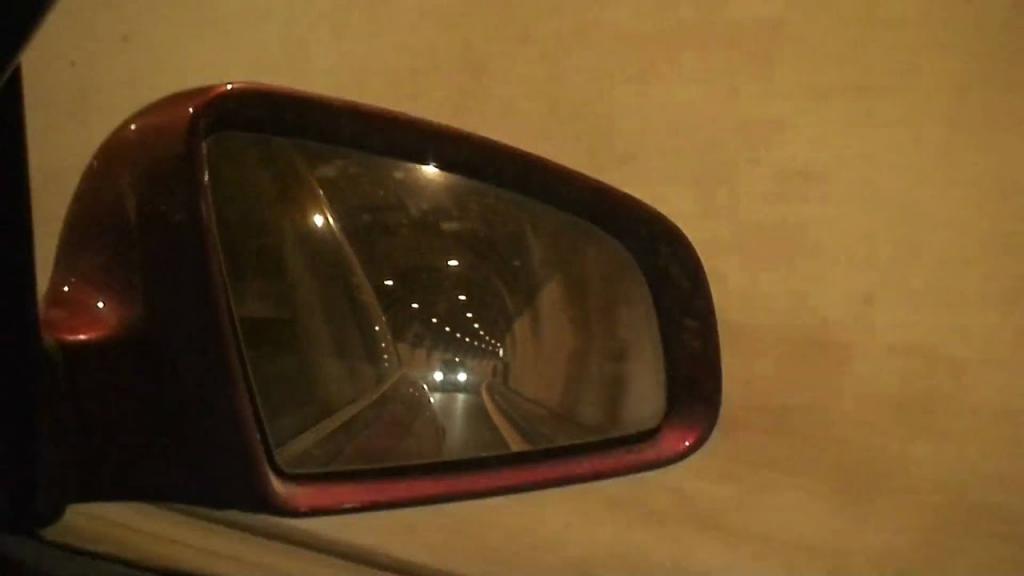 Наружное зеркало заднего вида на Audi
