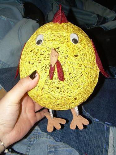 Цыпленок из ниток и шарика