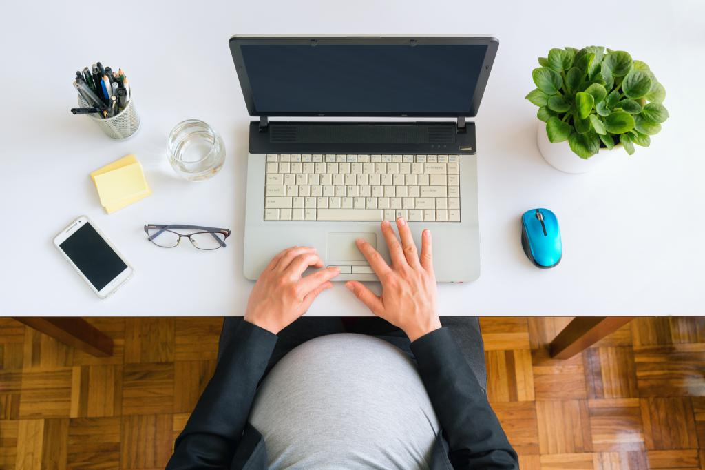 Can pregnant women work at a computer