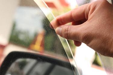 Наклеить на автомобиль пленку своими руками