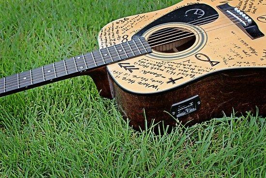 Надписи на гитаре
