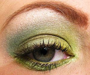 Подчеркиваем каре зеленые глаза
