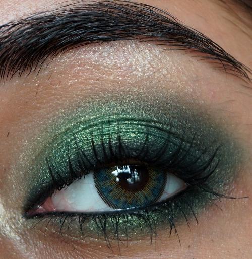 макияж для каре зеленых глаз