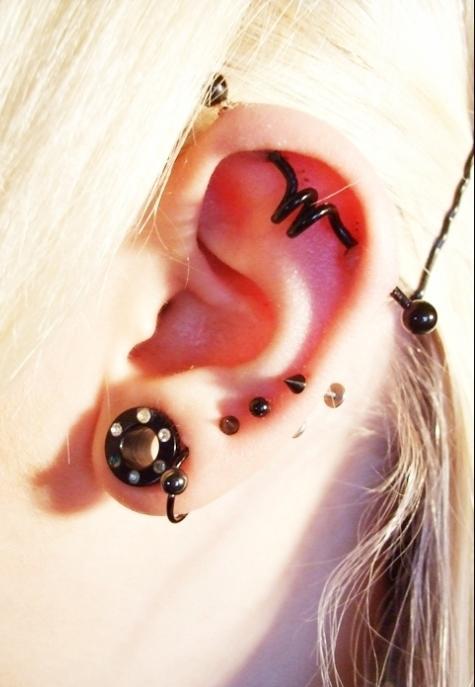Индастриал прокол уха