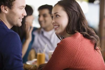 Советы, как обратить на себя внимание парня
