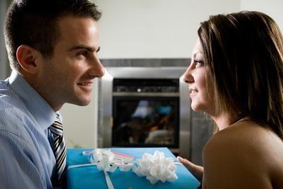 что можно подарить мужу на годовщину знакомства