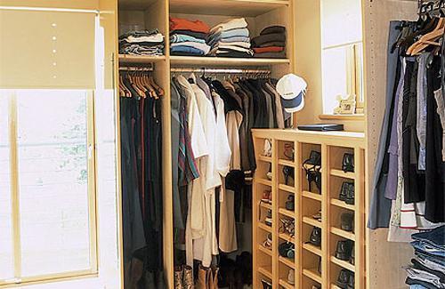 гардеробную в маленькой комнате