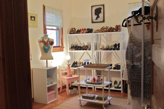 гардеробная в маленькой комнате фото
