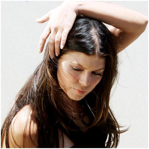 По какой причине выпадают волосы у женщин