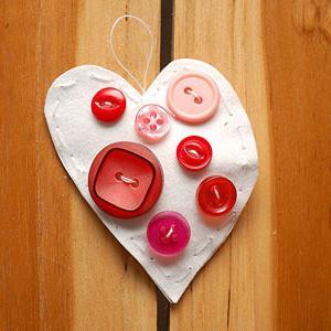 поделки из пуговиц, валентинка