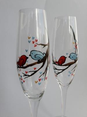 Как украсить свадебный бокал своими руками: несколько простых идей