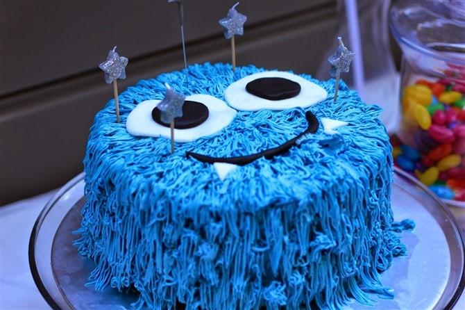Торт с фантастическим существом