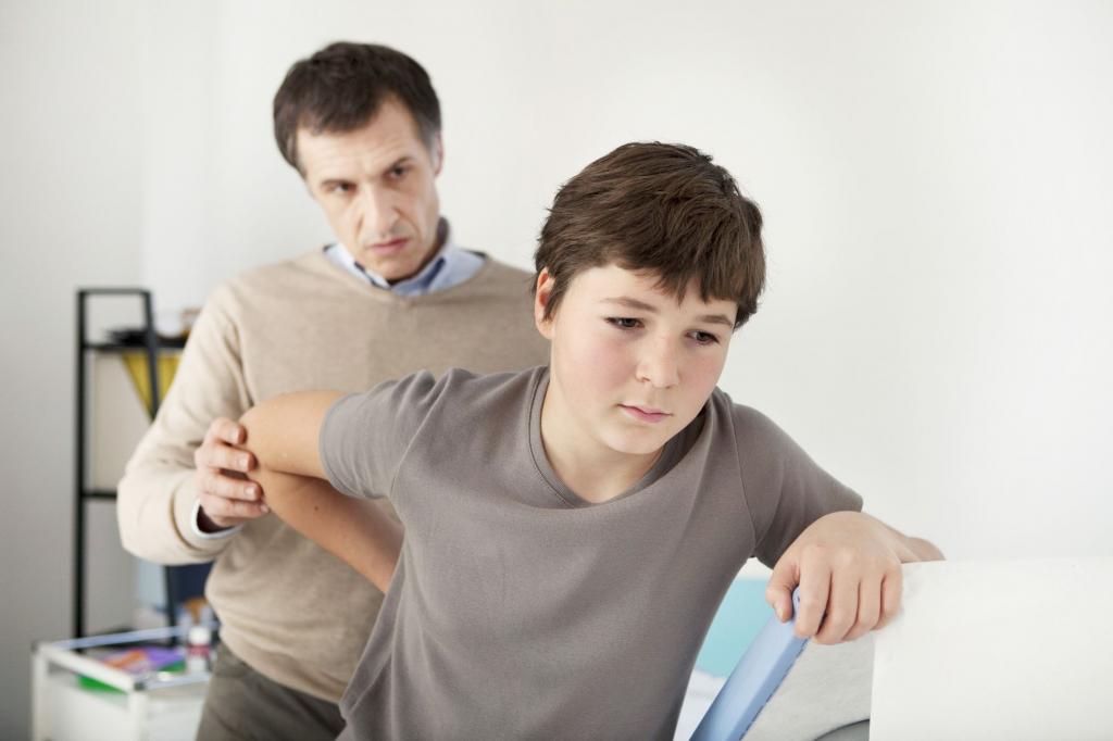 у подростка болит спина