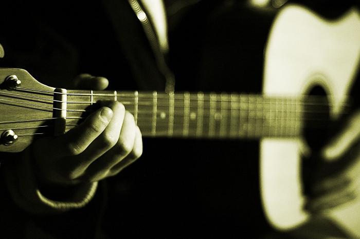 ...способов - это когда звук извлекается из каждой струны последовательно, так называемые переборы на гитаре.