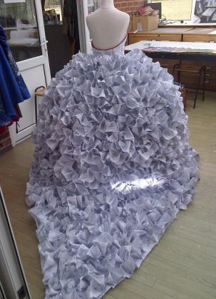 платья из газет фото
