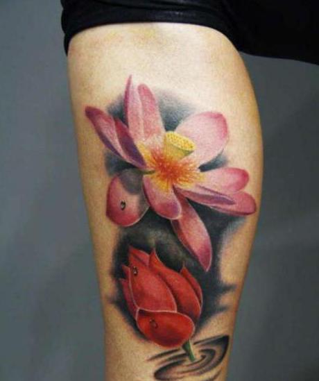 цветок тату на ноге роза лилия и черные цветы
